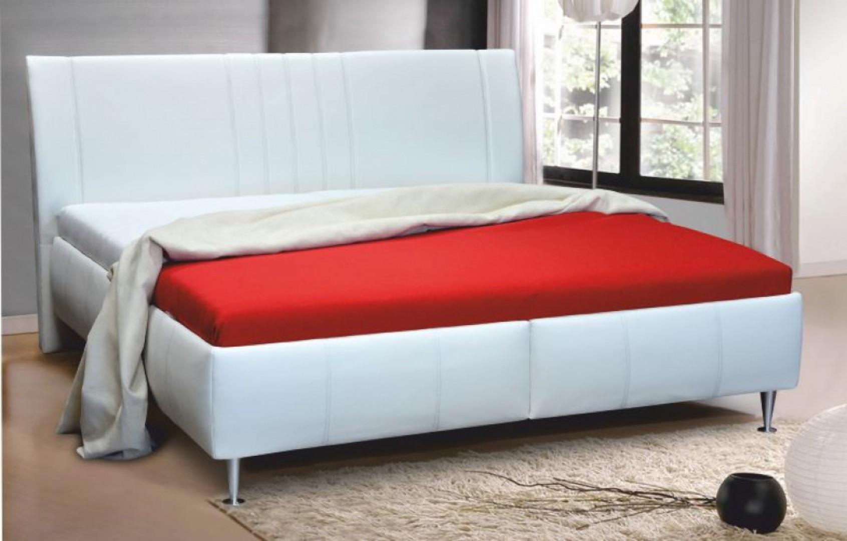 236853ac94d2 Vyvýšené manželské postele si obľúbia aj mladšie ročníky